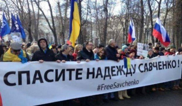 """В Москве кричат """"Слава Украине!"""" и поют гимн (фото)"""