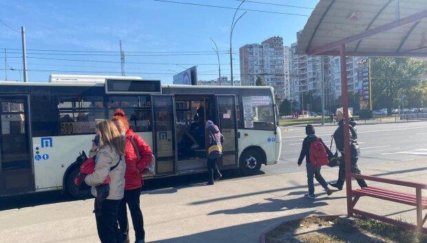 Общественный транспорт, фото: Знай.ua