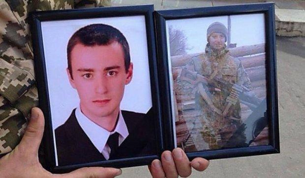 Попрощались с бойцом, подорвавшим себя и двух россиян