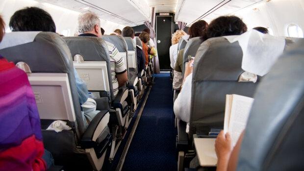 Вагітним нічого забороняти не можна: винахідлива пасажирка кумедно викрутилася, аби не платити за багаж у літаку