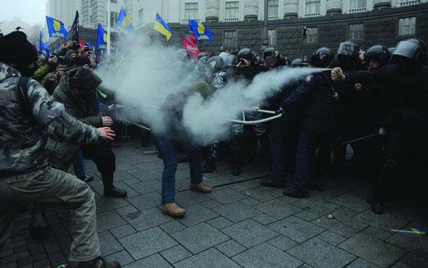 Гройсман, зупинись: сотні українців штурмують Кабмін