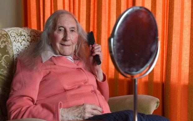 Британский дедушка-ветеран решил стать бабушкой