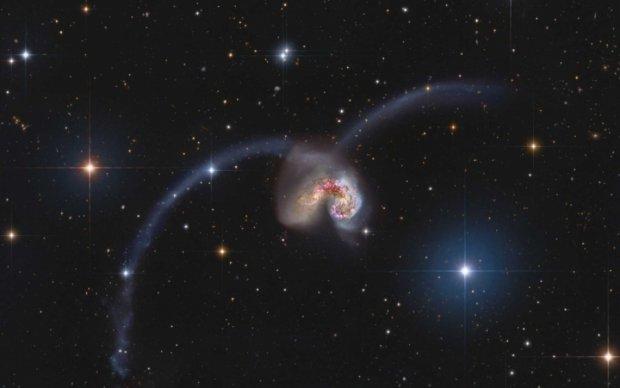 Hubble показав зіткнення галактик