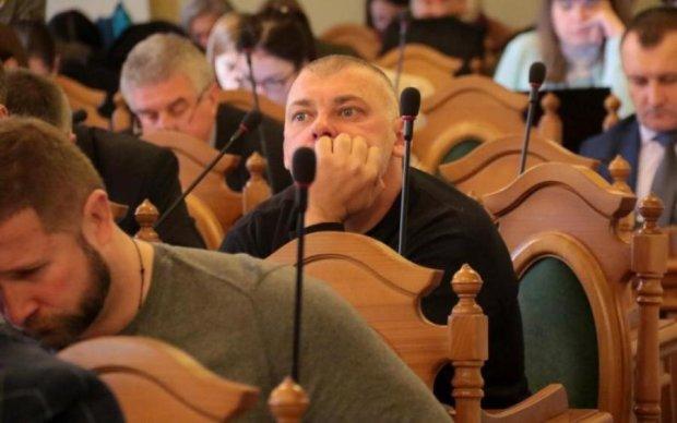 Голодні проти ситих: як депутатська зарплата відобразиться на українцях