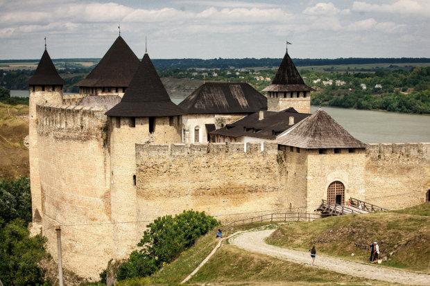 Повидали сражения и фатальные перемены: невероятные крепости Украины, которые хранят множество таинственных историй