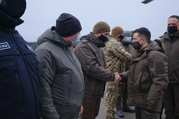 Владимир Зеленский с военными / фото: сайт президента Украины