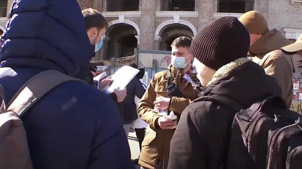 Українці на вулиці, скріншот: Youtube