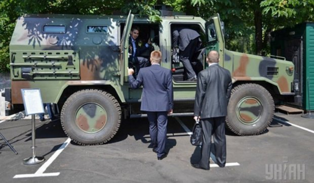 Порошенко відвідав виставку інновацій в оборонній сфері (фото)