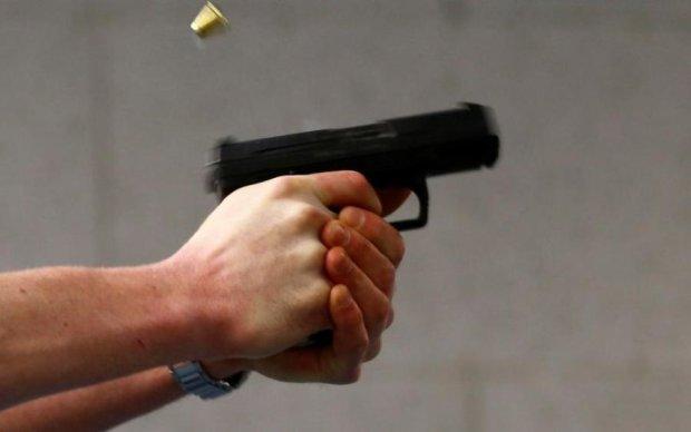 В Херсоне расстреляли машину средь бела дня: есть раненные
