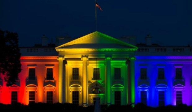 Кольори ЛГБТ-руху освітили Білий дім