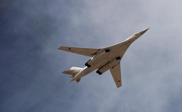 Россия перебросила сверхмощные бомбардировщики Ту-160 к границе с США: что происходит