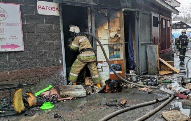 В Киеве на рынке произошел пожар, фото: Обозреватель