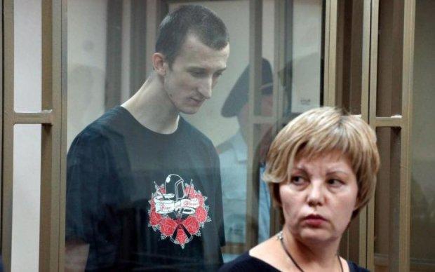 К Кольченко пустили мать и обед