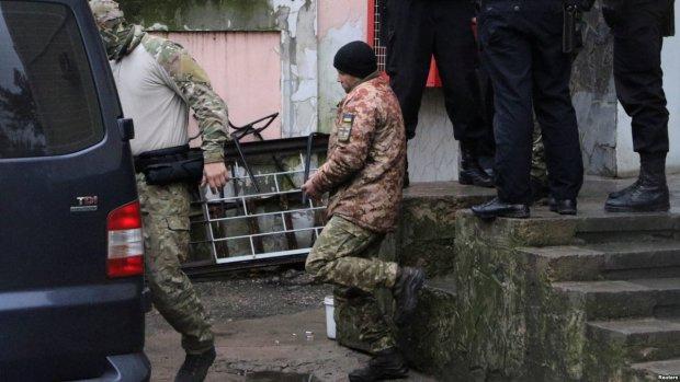 Немецкий военный устроил митинг под посольством РФ: может, хоть так дойдет