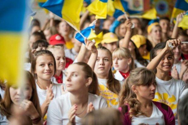 Тусим до утра: Франковск попал в десятку самых молодежных городов