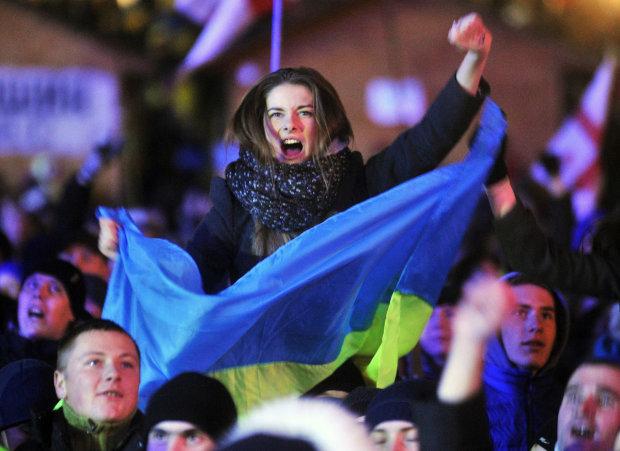 Украинцы делают все, чтобы проголосовать: очереди, прогулы, стоят целыми семьями