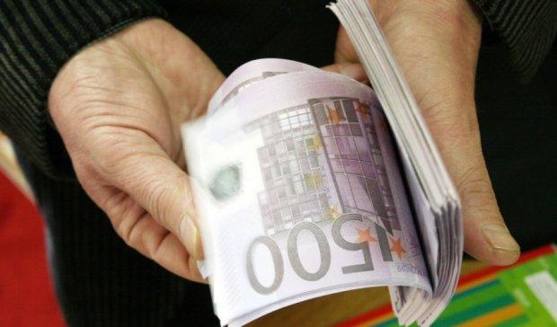 Грекам запретили вывозить из страны более двух тысяч евро