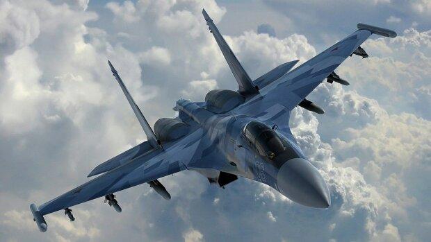 російський винищувач Су-27, фото з вільних джерел