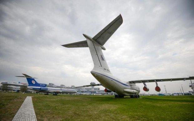 Всі рейси скасовано: через спеку в аеропорту тріснула злітно-посадкова смуга
