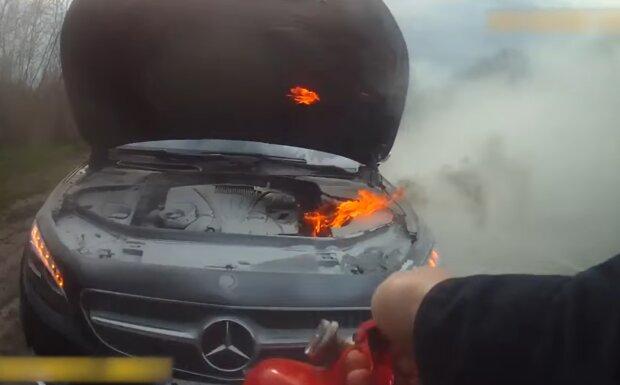 Автомобіль загорівся під час руху, facebook.com/mvs.gov.ua