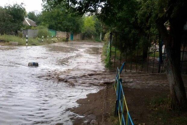 Прорыв канализации в Харькове, скриншот: YouTube