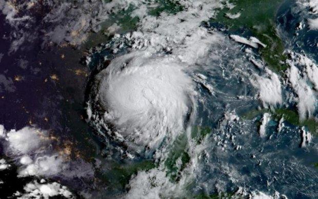 Літак пройшов через ураган Ірма: вражаюче відео