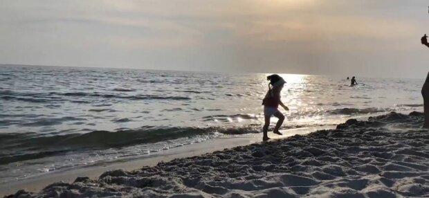 На популярному курорті потонула вагітна українка - пішла під воду на очах у дітей