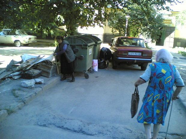 """Одеські безхатченки влаштували війну за смітник: """"Коти свій пень"""", - відеошок"""