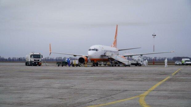 Літак з Уханя, Главред
