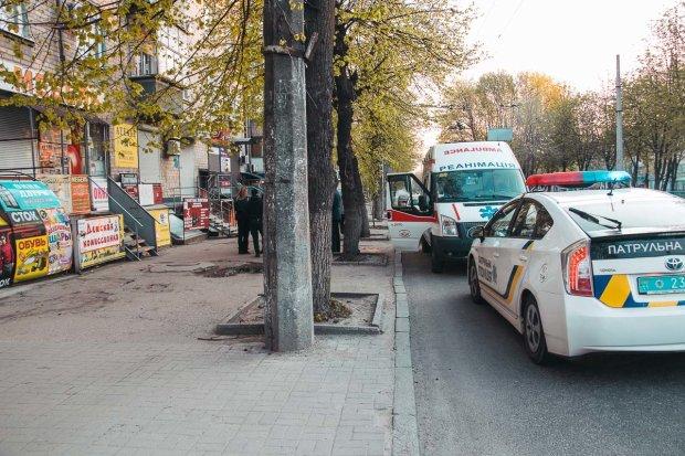 У Києві жінка викинулася з вікна, шансів не було: фото трагедії 18+