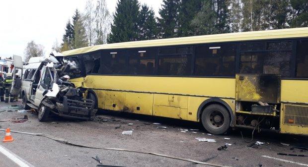 В Киеве переполненный автобус из Беларуси устроил кровавый таран: три легковушки вдребезги, - видео