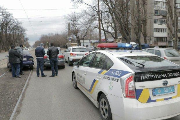 """У центрі Одеси """"BMW X6"""" на шаленій швидкості протаранив стовп, розірвало, як соломинку: відео"""