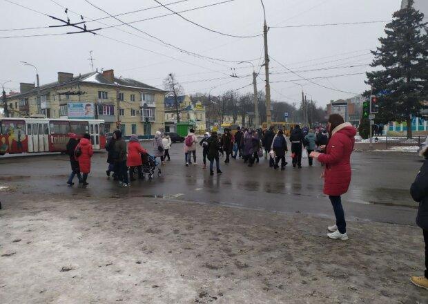 """Украинцев разозлили требования """"ПриватБанка"""": """"2 раза отклонили, просто закрыла все карты"""""""