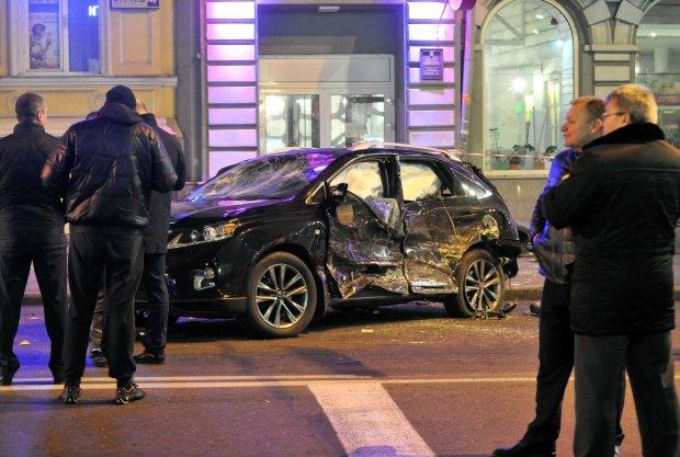 Скорая, полиция и куча металлолома: на месте ДТП с Зайцевой произошла жесткая авария, в сети появились фото