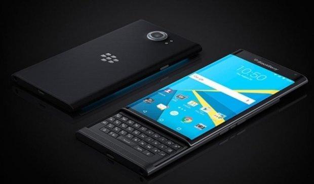 """BlackBerry """"зливає"""" дані користувачів правоохоронцям"""