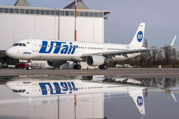 В столичном аэропорту переполненный самолет охватило пламя: пилот отказался его сажать