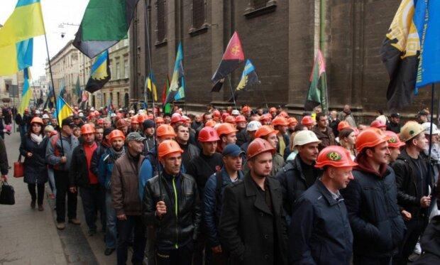 """В Львове голодные шахтеры решились на отчаянный шаг, может случится непоправимое: """"Сообщите Зеленскому..."""""""
