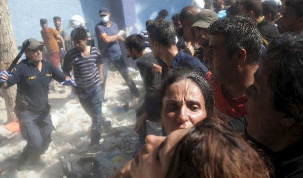 На греческом острове Лесбос произошли столкновения мигрантов с полицией