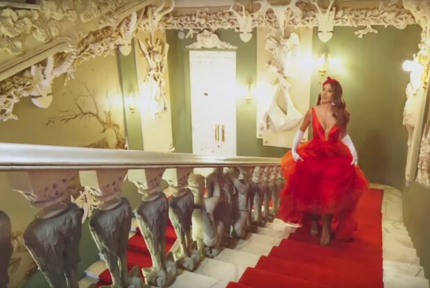 Катя Осадчая, скрин с видео