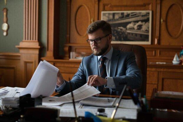 """Глава """"Укрзалізниці"""" Кравцов навіть після звільнення продовжить спустошувати бюджет"""