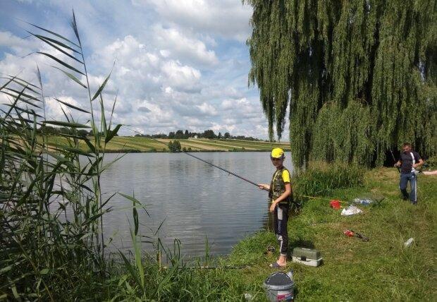 Мечта рыболова: из озера в Франковске выловили гигантского сома