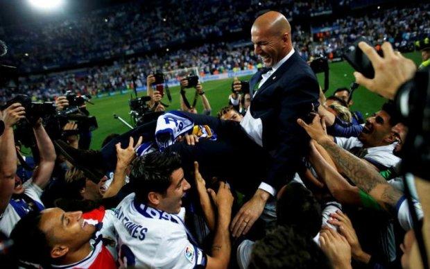 Емоційні футболісти Реалу облили шампанським тренера Зідана