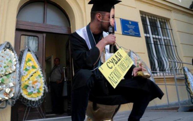 Одиозные украинские судьи отбеливают репутацию странным способом