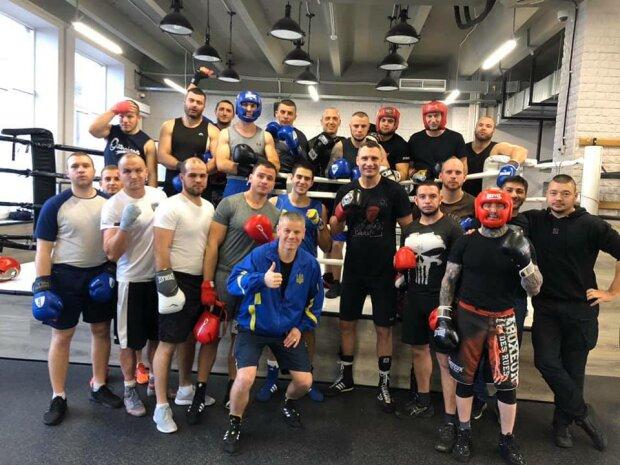 Виталий Кличко провел тренировку по боксу для киевских полицейских