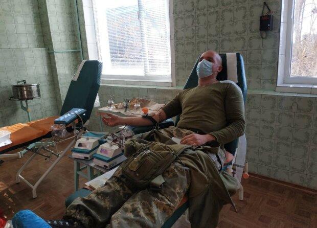 Морпіхи здали кров, фото: прес - служба ООС