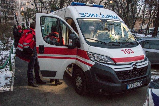 Нашла окровавленный труп собственного сына: душераздирающая трагедия поставила Киев на уши