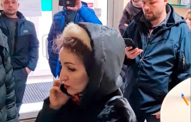 """""""Голая"""" тернополянка устроила скандал в клинике и привела людей с камерами: """"Это абсурд"""""""