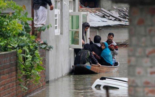 Невиданные дожди в Индии убили два десятка людей