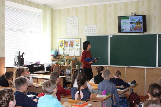 """""""Підемо до Зеленського!"""": батьків вінницьких першокласників поставили """"на лічильник"""""""
