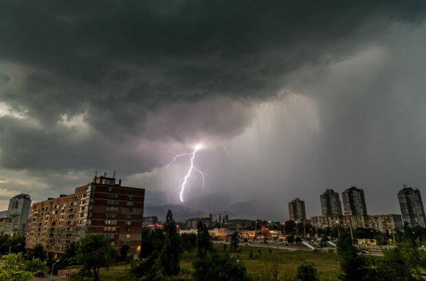 Погода 18 мая наделает беды в Украине, будет заливать и греметь